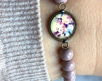 Bracelet with glass beads and flower cabochon