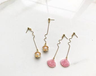 Pink Shell/Gold Pearl Shell Gold Wavy Geometric Stud Earrings