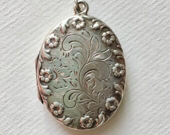 vintage sterling flower locket