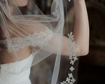 Applique veil, Lace veil, Fingertip veil, Ivory veil, Short veil, Lace fingertip veil, Elbow length veil, Ballet veil, Waltz veil - 'LEILA'
