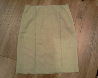 knee-length straight skirt  light-weight skirt  wool-blend  pale green  frill detail  Italy size 6 fully lined