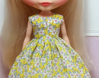 BLYTHE doll Its my party dress - LIBERTY Ffion flowers on yellow