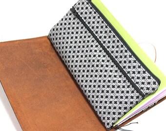 Zippered Insert for Midori Travelers Notebook, Standard Size, Personal Size, Passport Size, Micro Size - Black/White Quatrefoil Lattice