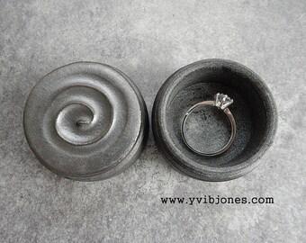Metallic Grey Elegant Modern Wedding Swirl Ring Box Valentines Day Jewelry Keepsake Birthday Gift Ring Bearer Box Pottery Trinket Treasures