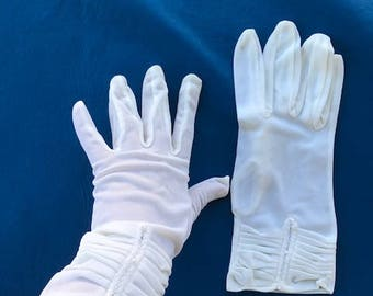 Poly/Cotton Stretchy Gloves with mini Faux Pearls.