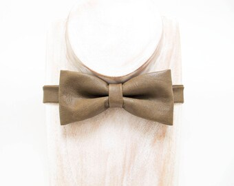 Coffee/ Cedar textured faux leather bow tie