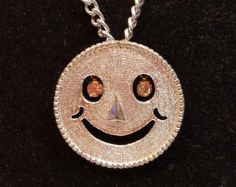 FREE  SHIPPING  Vintage Happy Face Mod Necklace