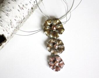 vintage flower necklace, enamel flower pendant, vintage flowers, 1990ies jewellery, wire necklace