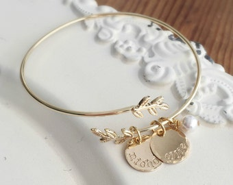 Personalized Bracelet . Personalized Bangle Bracelet . Gold Bracelet . Mother Bracelet . Engraved Jewelry . Name Bracelet