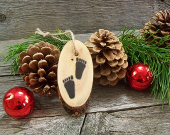 Rustic Wooden Tree Ornament with Sasquatch Tracks. Rustic Christmas Tree Ornament with Big Foot Tracks. Sasquatch Ornament. Sasquatch Gift.