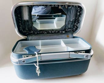 Jetliner Train Case Makeup Luggage with Key and Tray, Overnight Holiday, Wedgewood Blue Vintage Travel Vanity Locking Suitcase