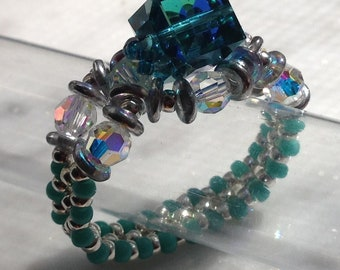 PATTERN Tutorial Bead Weaving ring with Swarovski Cube bead right angle weave