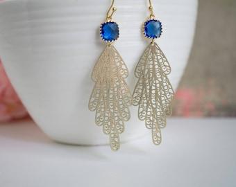 Matt Gold Pfau marokkanischen filigrane Kobaltblau Glasohrringe. Romantische Chic lange Ohrringe für sie. Engagement-Partei-Hochzeits-Geschenk