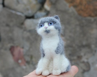 Needle felted Cat. Handmade. Miniature soft sculpture, felted pets, animal.grey-white