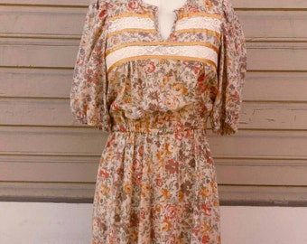 SALE - VINTAGE 70s Bohemian Foxy Lady floral PEASANT dress  Cream Small Cotton