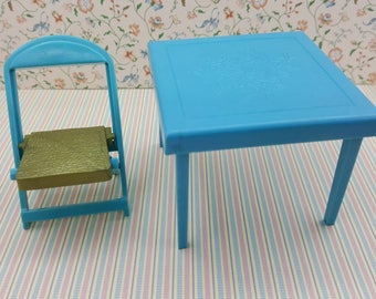 Renwal Card and Games Table Folding 1 Chair  Toy Furniture Doll House mint condition Card table Blue Hard Plastic