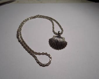 Sterling silver sea shell pendant and necklace 18 inches long
