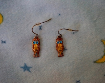 Vintage 80s Tiny Cute and Kitschy Colorful Dangly Owl Earrings. Vintage Kitsch Tiny Rust Colored Owl Earrings.