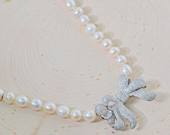 Pearl & Bow Necklace