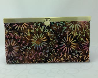 Wallet with Diva Frame