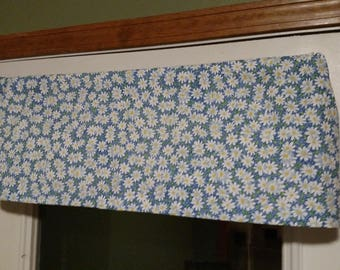 """Back Door Valance, Daisies, Blue, 35"""" wide x 11"""" long"""