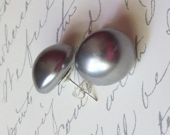 Large Grey Pearl Cab and Sterling Silver Studs