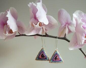 TUTORIAL: Triangular Peyote Earrings - BizzWit