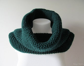 Hand Knitted Cowl in Dark Green - Chunky Knit Cowl - Neckwarmer - Wool Blend