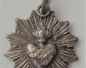 Exquisite Old Religious Medal Sacred Heart  Of Jesus