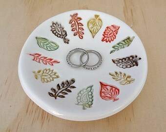Ceramic ring dish. Ring holder with autumn leaves. Jewellery holder, porcelain bowl. Engagement or wedding gift. Bridesmaid gift