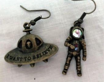UFO jewelry Alien jewelry UFO earrings Alien earrings spaceman earrings spaceman jewelry I want to believe Kitsch jewelry Kitsch earrings