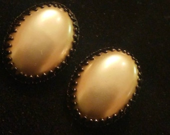 Vintage Oval Gold Pearlized Clip on Earrings