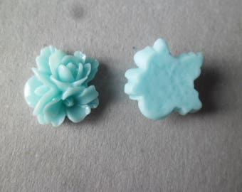 5 embellishments 3 flowers in blue resin 16 x 16 mm