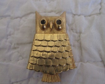 Vintage Avon Owl Figural Brooch opens to hold make up