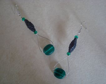 Corrugated black and green beads earrings