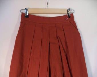 High waist accordion pleated skorts// New tags 90s minimalist Saks Fifth Ave dress shorts// Vintage Fenn Wright & Manson// XS 0 2 USA 24W