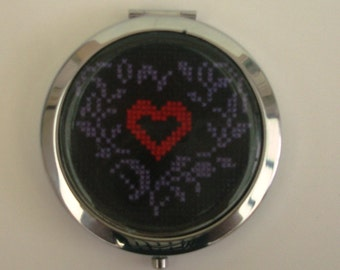 Bag or hand embroidered heart Pocket mirror