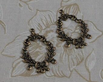 LuxeOrnaments Oxidized Brass Filigree Laurel Wreath 4 Ring Pendant (2 pcs) 28x20mm S-5506-B