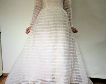 Vintage 50s white lace Wedding dress - long sleeves - short to front with long ruffle train - size medium