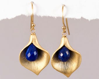 Lapis Lazuli Calla Lilly Earrings, September Birthstone Jewelry, Lapis Dangle Earrings, Nature Inspired Jewelry, Gift for Friend, Dainty Gem