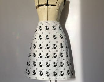 Novelty Print Golf Skirt 1960's 1970's Putting Panda Anthropomorphic Bear Black and White Small 29 inch waist