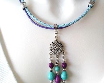 Collier court Ethnique violet-turquoise, breloque soleil, cordons cuir