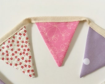 Flowers and spots mini bunting