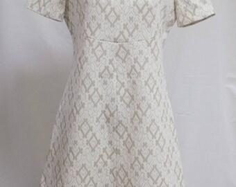 Cream Dream   Vintage 1960s A-Line Dress// Short Sleeved Mod   S M