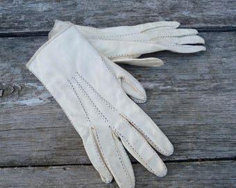 Vintage 1950/50s cream suede  gloves