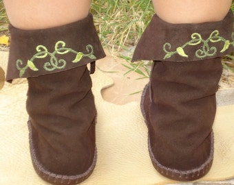 Earthgarden Enchanted Forest Woodland Brown or Moss green Elf Boots Handmade moccasins leather soles w/vine leaves detail