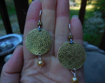 Flowers& Leaves Circles in Brass with Pearls