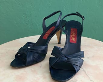 80's navy blue sandal // blue leather lord & taylor heel ~ size 9 / 40
