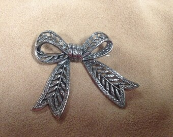 Vintage Silvertone Ribbon Design Pin/Brooch, 2'' Long by 2 3/8'' Wide