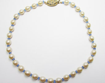 Classic Vintage 1960s With A Modern Twist Single Strand Faux Pearl Necklace